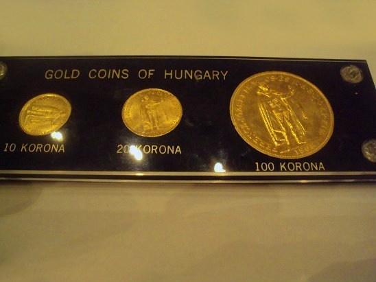 http://www.koronaportal.hu/csomagolasok/www_koronaportal_hu_arany_1905-10_1894-20_1908-100_korona_capital_holder_franklin_mint_1_nagy.jpg