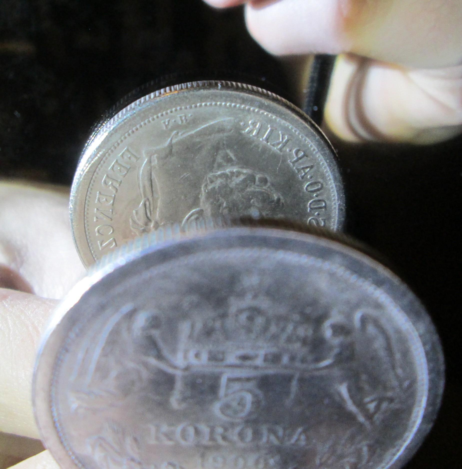 http://www.koronaportal.hu/hirek/1900-as-5-korona-reces-peremu-vas-masolata-kinabol-copy-replika-hamis/1900-as-5-korona-reces-peremu-vas-masolata-kinabol-copy-replika-hamis_180-fokban-elfordult.jpg